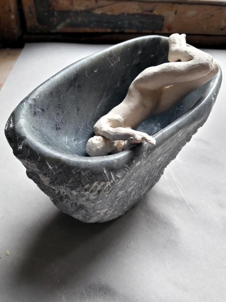 elle se baigne dans un coeur de pierre